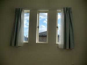 子供部屋のかわいい三連窓!